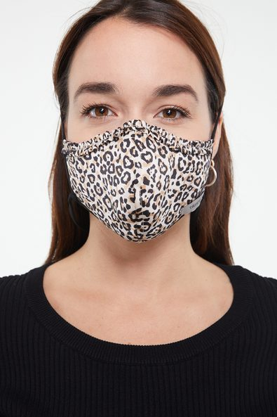 Mask with frill