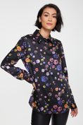 Semi-fitted floral printed shirt