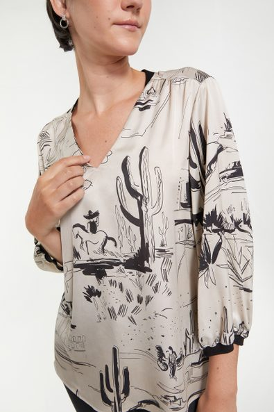 Printed blouse with puffy sleeves