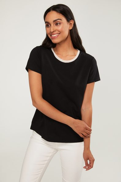 T-shirt with metallic collar