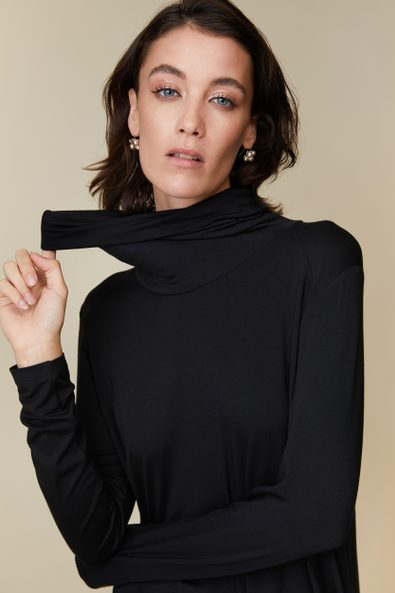 Long top with draped collar