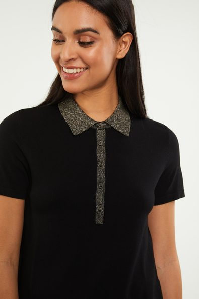 Knitted polo with metallic collar