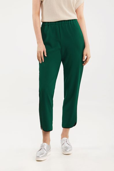 Pant with contrast detail
