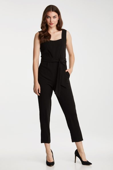 Sleeveless jumpsuit with pleat