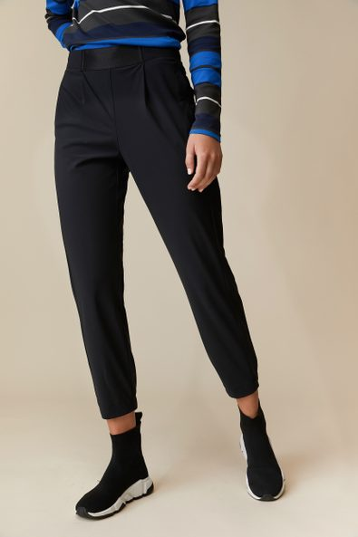 Casual fluid pant with front pleat