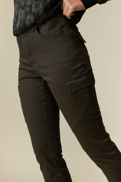 Push up pant with cargo pocket