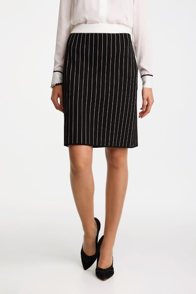 Striped knitted straight skirt