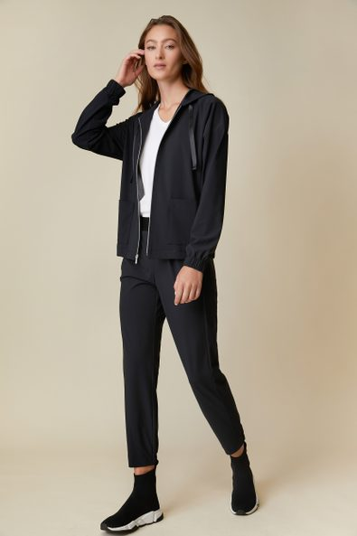 Hooded jacket with applied pockets