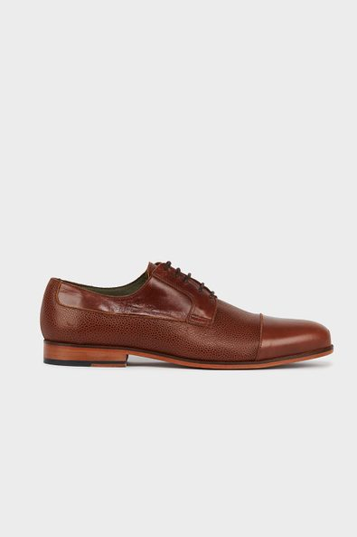 Cap toe shoe with texture