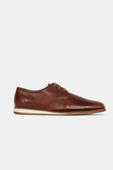 Basic shoe with contrast sole